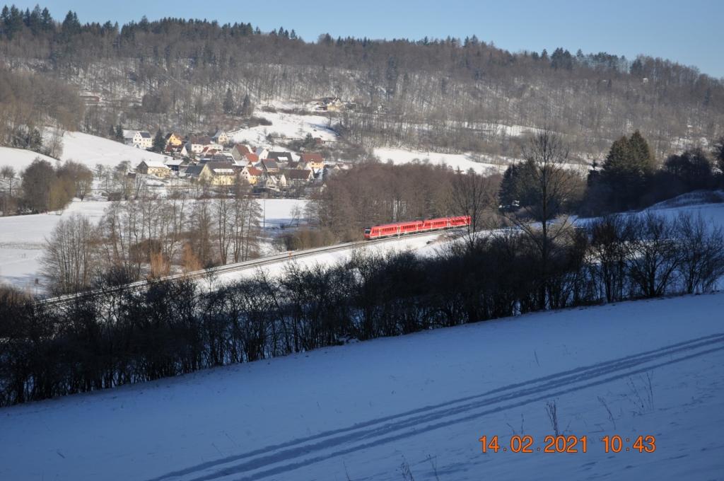 Regionalexpress vor Düsselbach im Winter 2021