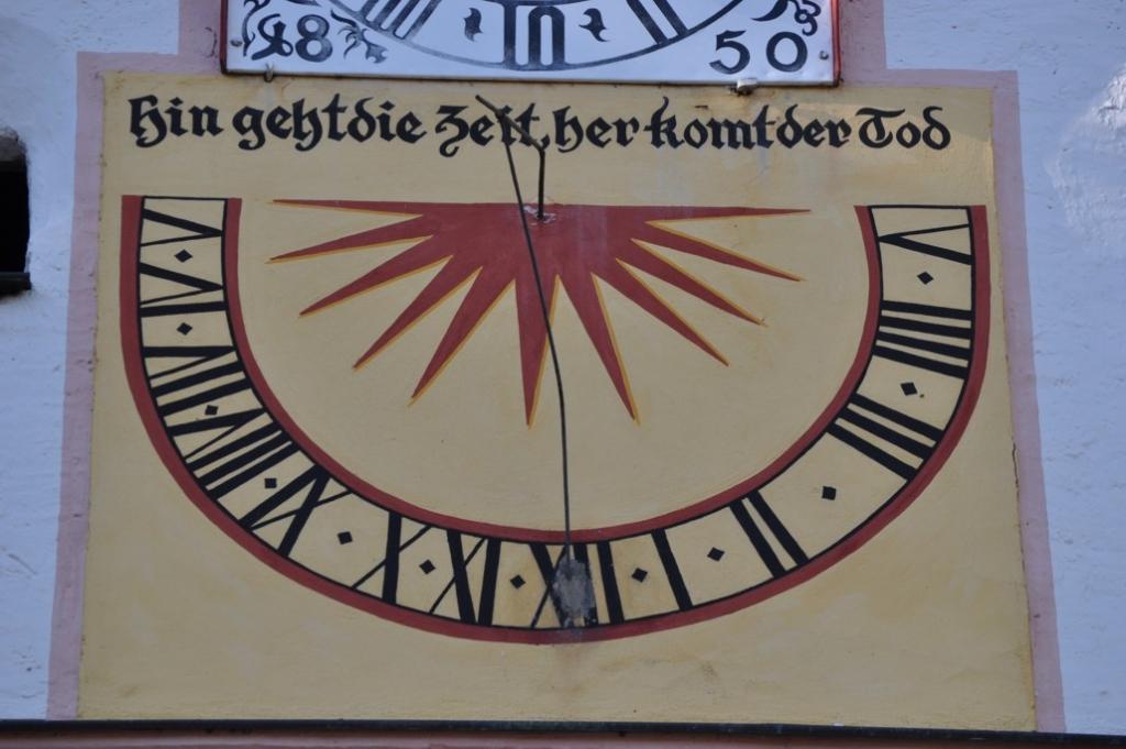 Memento moriendum esse...Sonnenuhr der Katharinenkirche
